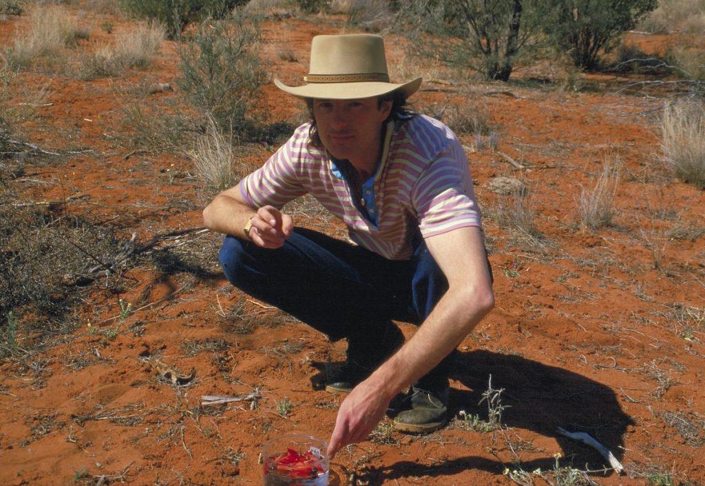 Ian stellte 1987 zum ersten Mal die Sturt Desert Pea Essenz her, die bis zum letzten Jahr noch nie in einer fertigen Mischung enthalten war.